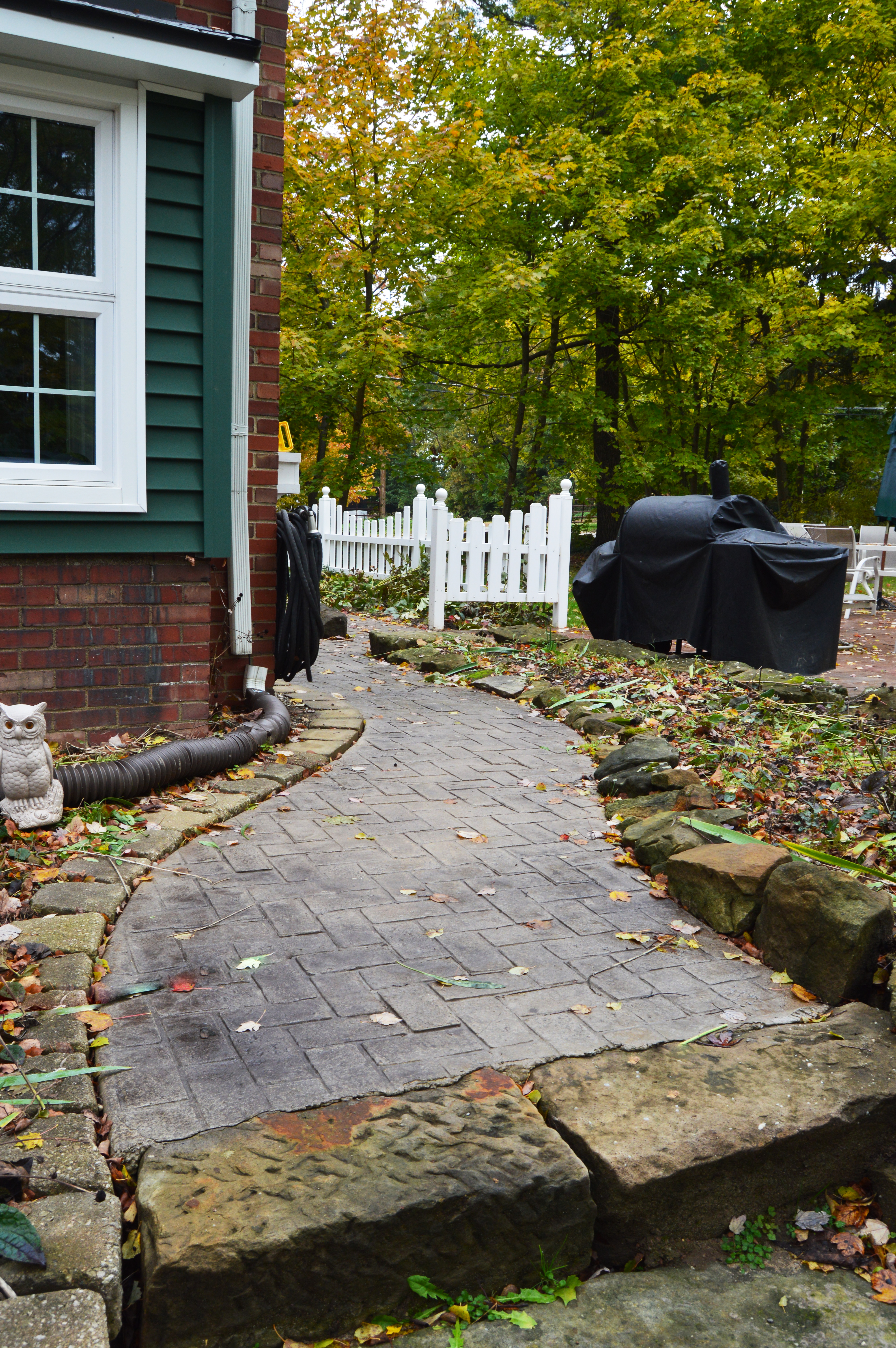 residential hardscape pathway